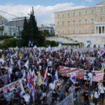 """ΜΕΓΑΛΟ ΣΥΛΛΑΛΗΤΗΡΙΟ ΣΤΗΝ ΑΘΗΝΑΧιλιάδες διαδηλωτές διαμήνυσαν:""""Οι εργαζόμενοι έχουν τη δύναμη να μείνει στα χαρτιά το νομοσχέδιο – έκτρωμα"""""""